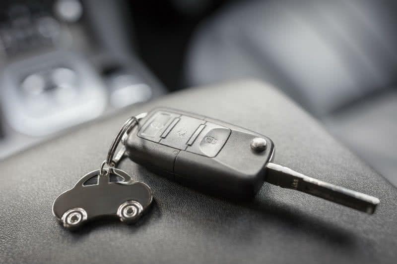 Schlüssel für den neuen Wagen
