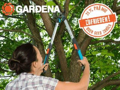 Frau mit Astschere am Baum, Gardena Logo oben links und Aktions-Button oben rechts