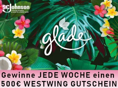 Exotische Blättter und Blüten im Hintergrund, SC Johnson Logo links oben, Glade-Logo in der Mitte, Schrift unten im Bild