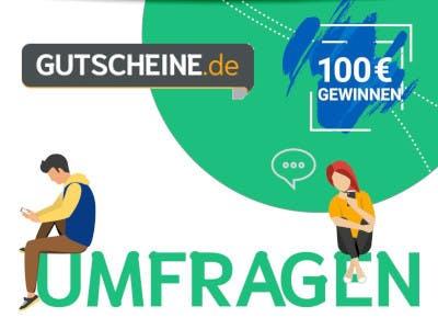 Weißer Bildhintergrund mit einem grünen Kreissegment rechts oben mit dem Gutscheine.de Logo. Unten im Bild groß der Schriftzug Umfragen mit 2 Menschen, darauf sitzend