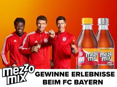 drei Bayern-Spieler und 2 Mezzomix Flaschen auf rot-gelbem Hintergrund, unten Aktionsslogan und das MezzoMix-Logo