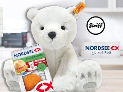 Steiff Eisbär mit einer Packung Nordsee Fischfrikadellen