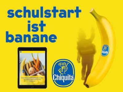 Bananengelber Hintergrund, rechts eine Chiquita Banan und ein Schulkind, blauer Test oben: Schulstart ist Banane, unten der Gewinn - ein Tablet