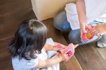 Praktische Kindermode: Klettverschlüsse helfen beim Anziehen
