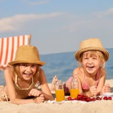 Bikini für Mädchen: für kurzen Aufenthalt in der Sonne erlaubt