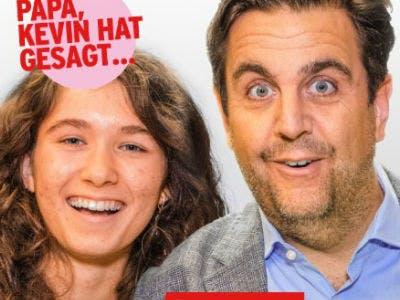Papa und Greta lachen beide auf einem Foto