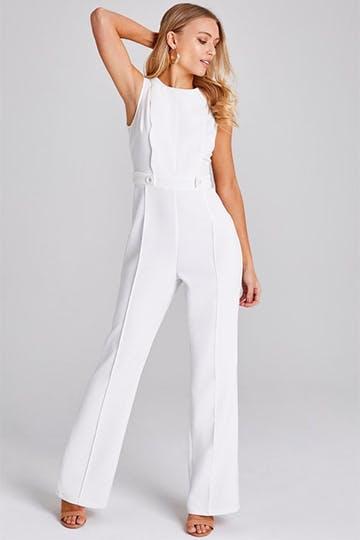 Brautlook mal anders: weißer Jumpsuit