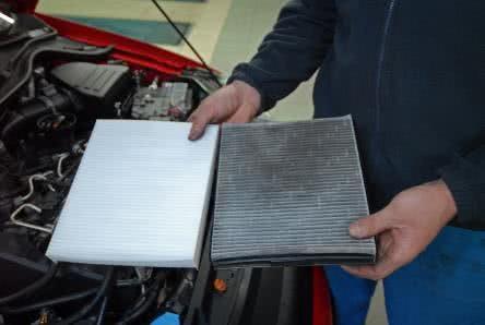 Erneuerung des Pollenfilters für das sommertaugliche Auto