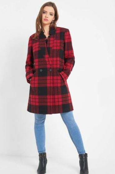 Shoppe jetzt den doppelreihigen Mantel im Karo-Muster.
