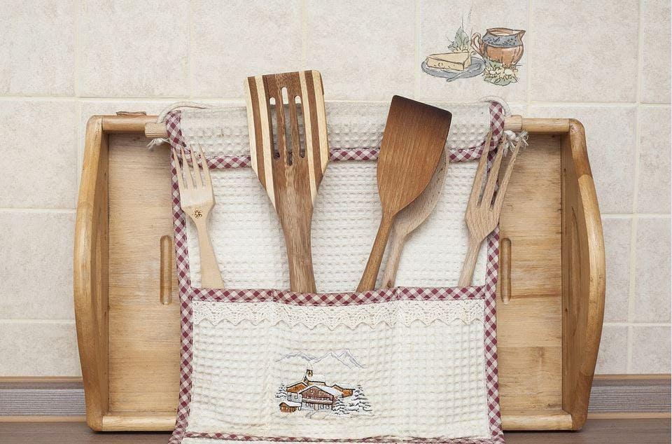 Besteck und Küchenhelfer aus Holz