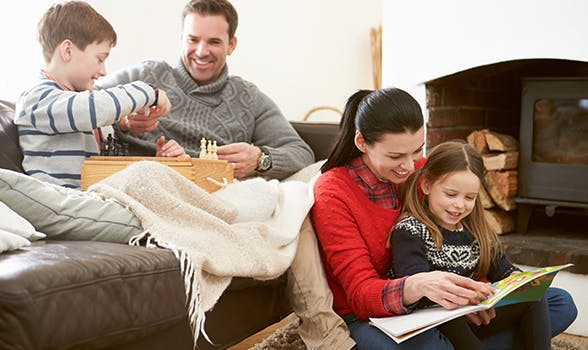 Die Zeit zuhause mit der Familie verbringen