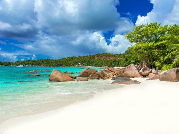 Traumhafter Urlaub auf den Seychellen am Strand Anse Lazio
