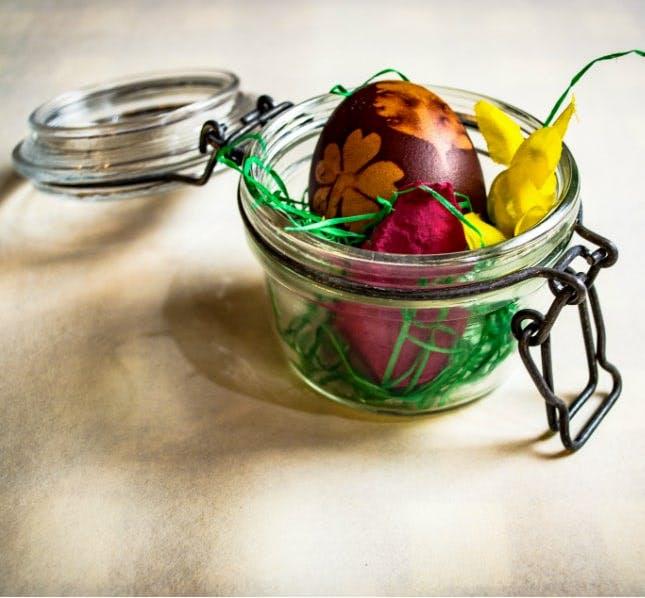 Kleines Osternest im Einmachglas