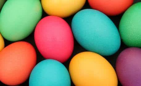 Perfekt für leckere Ostereier in tollen Farben: Färben mit Heißfarben