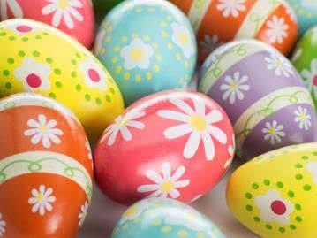 Süß und verspielt: Frühlingshafte Blumenbemalung für die Osterei-Deko