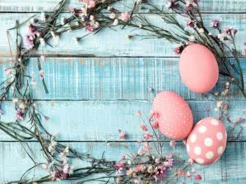 Gepunktete Eierschalen sind der Klassiker unter der Osterdeko