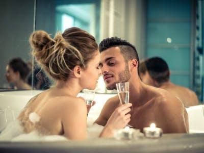 Prickelnde Erotik in der Badewanne