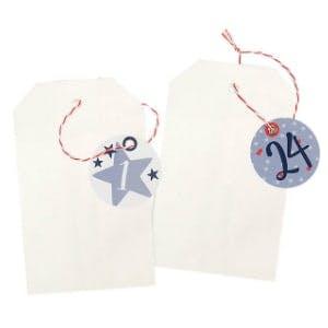 Adventskalender mit kleinen Papiertüten