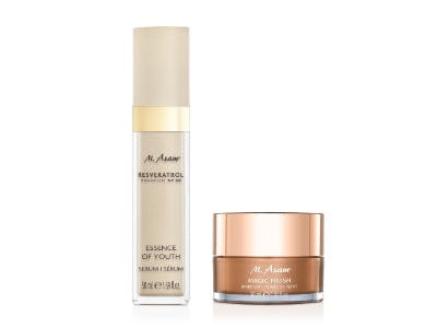 MAGIC FINISH Make-up Mousse & NT50 Essence of Youth Produkte auf weißem Hintergrund