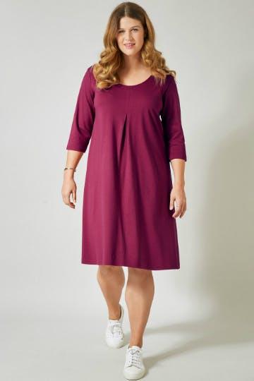 A-Linien-Kleider sollten im Kleiderschrank jeder Curvy Lady vorhanden sein.