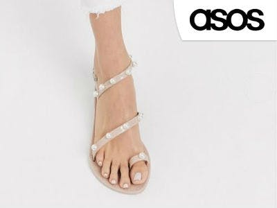 Sandalen mit Perlenverzierung bei ASOS