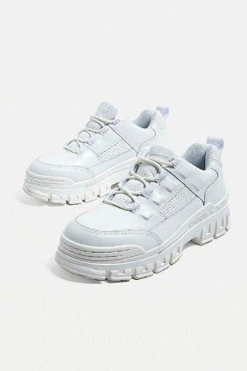 CAT Footwear Sneaker von Urban Outfitters müssen bei jedem Festival dabei sein.