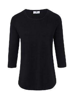 Schwarzer Pullover auf weißem Hintergrund