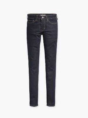 Dunkelblaue Skinny Jeans auf weißem Hintergrund