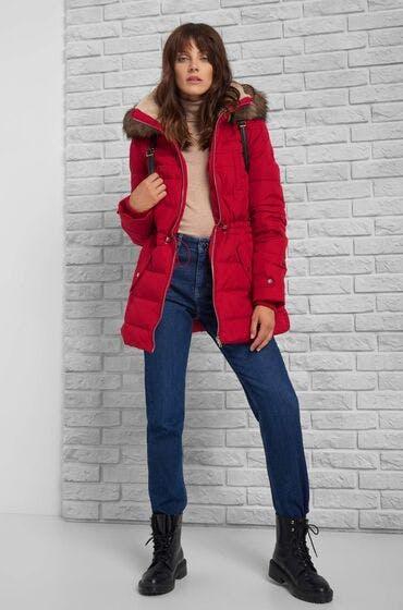 Die perfekte Jacke für den Herbst: Daunenjacke mit Kapuze