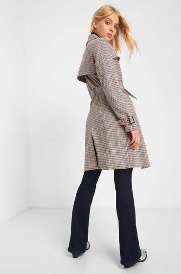 Die perfekte Jacke für den Herbst: der Trenchcoat im Glencheck-Muster