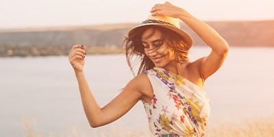 Du suchst das perfekte Sommerkleid für deine Figur? Wir helfen dir dabei.