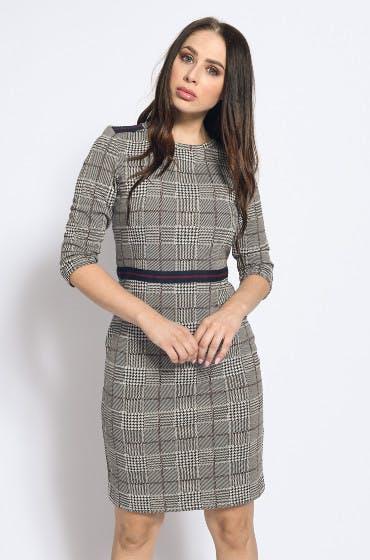 Sexy, aber nicht zu sexy: das taillierte Kleid von Esprit für den Figurtyp X.