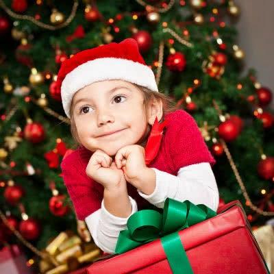 Weihnachtsgeschenke für Vorschulkinder sollten Stempeln, Schneiden, Falten, Kneten oder Pinseln umfassen.
