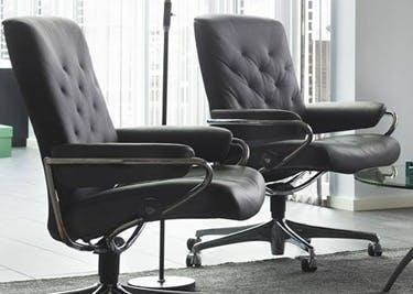 Eine Vielfalt an Sitzmöbeln fürs Büro gibt es bei Ekornes