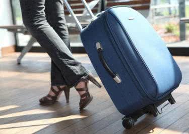 Kaufe einen passenden Koffer für deinen Urlaub