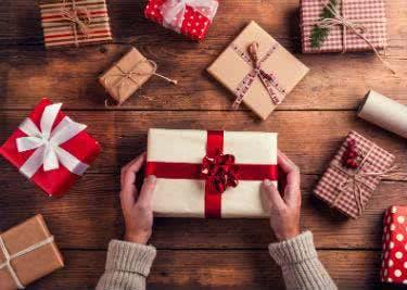 Karten und Geschenke mit einem Weihnachtsplaner-Gutschein zum Sparpreis