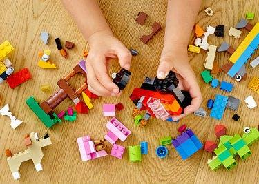 Im LEGO Shop gibt es viele unterschiedliche Sets, die zum Bauen toller Phantasiewelten einladen