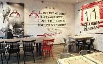Jedes KFC-Restaurant ist stilvoll und passend eingerichtet.