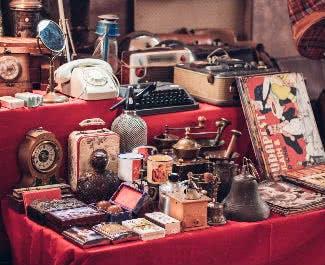 Weihnachtsgeschenke auf dem Trödelmarkt anbieten